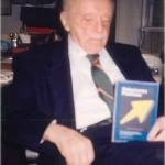 El Dr. Bernays con mi libro