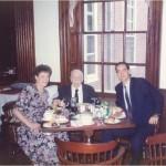 El Dr. Bernays, Vondra y José Daniel Barquero almorzando en Harvard