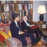 En la Biblioteca privada del Dr. Bernays viendo las notícias