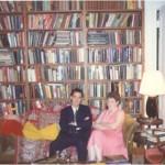 Con Joan Vondra en la biblioteca privada del Dr. Bernays