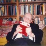 El Dr. Bernays con el segundo libro de nuestra colección