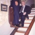 José Daniel Barquero y el Dr. Bernays subiendo a la planta de arriba donde se encontraba el despacho