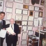 El Dr. Bernays con el título de Profesor Honorífico de ESERP