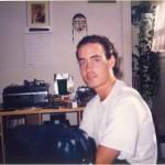 José Daniel Barquero en su casa de estudiante tras una jornada de trabajo con el Dr. Bernays