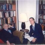 El Dr. bernays trabajando en su despacho