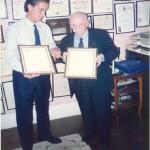 El Dr. Bernays recibiendo los honores de ESERP