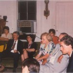 José Daniel Barquero junto a amigos de Bernays en una fiesta en su casa