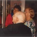 El Dr. Bernays enseñando su Picasso